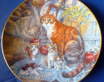 "Artist signed Lowell Davis 1980 Cat plate ""Surprise in the Cellar"" / 8"" wide with hanger"
