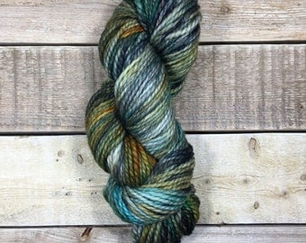 Tarnished - Bulky - Hand dyed skein of yarn / Laine teinte à la main - 80/20 merino superwash/nylon