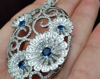 Luxury beautiful platinum plated flowers  large pendant with Swarovskiglass saphire