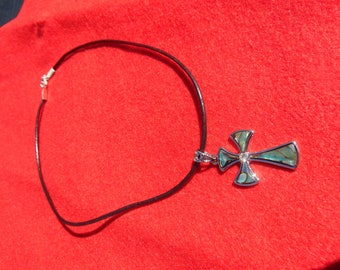 Abalone ahell cross necklace