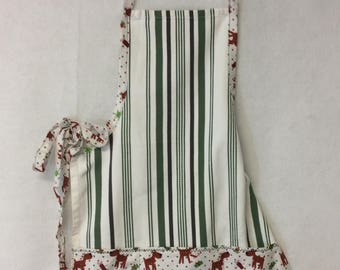 Green striped apron with reindeer