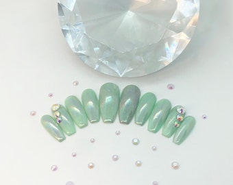 Chrome Nails / Holographic Chrome / Coffin Nails / Mint Nails / Press On Nails / False Nails / Glue On Nails / I.M. Beauty / Belleza