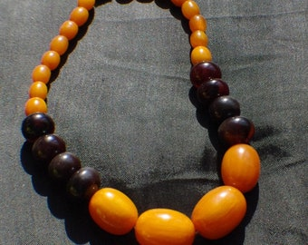 Nice Bakelite necklace. Two coloured. Amber marbled and dark brown.