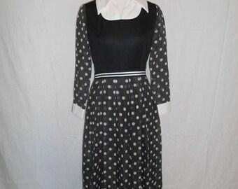 Closing Shop 40%off SALE 60s 70s long dress polka dot black white dress