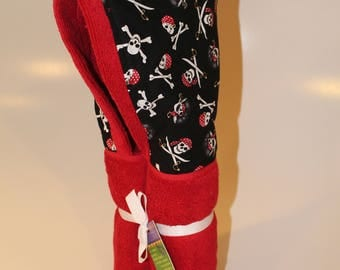 Pirate red hooded towel