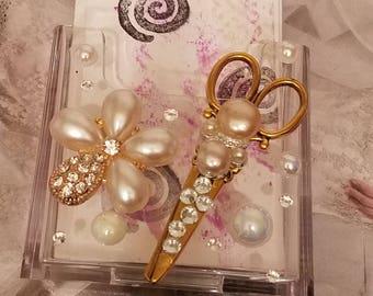 HairStylist Flower Crystal Vertical Card Holder/Pearl