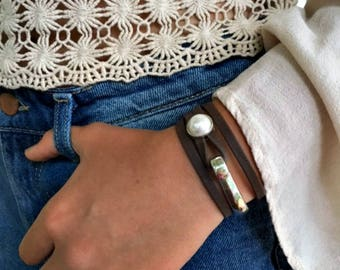 Leather bracelet | Joanna Gaines jewelry | Leather wrap bracelet | uno de 50 | Wife gift | Pearl and leather bracelet | Bracelet | Stackable