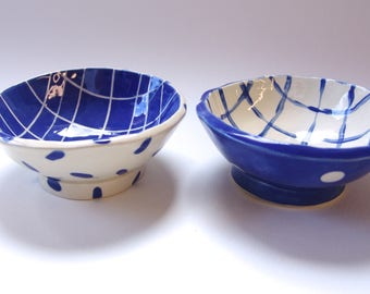 2 blue pottery Bowls with white polka-dots and stripe ribbons, delft blue ceramic set