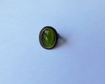 Ring Cabochon grün bronze