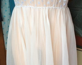 GORGEOUS VINTAGE NEGLIGEE, lingerie, nightgown, sheer, sexy, classy, embroidery