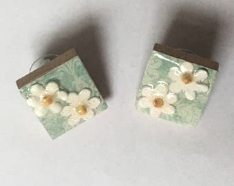 Scrabble Tile Earrings - Floral Post Earrings - Post Earrings - Teacher Gift, Mothers Day, Birthday Gift, Teacher Gift