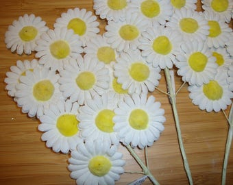 Vintage daisy flowers picks one bunch 12 flowers millinery hat supply accessories embellishments fabric flowers new old stock white yellow