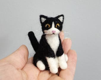 Black and white needle felted cat ornament, Custom cat ornament, Custom cat portrait, Cat memorial, Cat lover gift