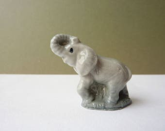 Elephant Figurine, No 17 from the Wade Whimsies Set 4 1973 - ceramic animal