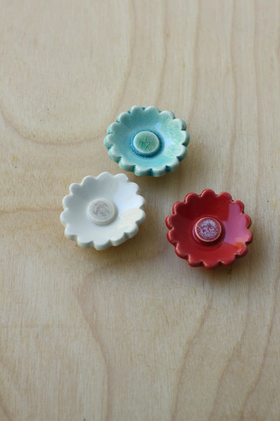 set of 3 flower magnets red, white and turquoise