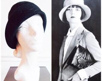 original 1920's black wool felt cloche hat  / 20s flapper hat  / 20's embroidery  hat