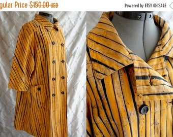 ON SALE 60s Coat //  Vintage 1960's Yellow Bamboo Wood Grain Print Coat by Barberini Size L Xl striped
