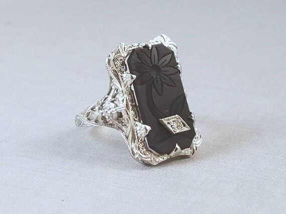 Vintage Art Deco 18k white  gold floral etched black onyx and diamond ornate filigree ring, size 7.5