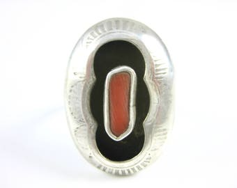 Size 7 Vintage Sterling Silver Red Coral Oval Shadow Box Ring