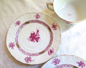 """Antique Herend Dessert Plates /Bread and Butter in the Chinese Bouquet Pattern in Raspberry, Set of Six 6"""""""