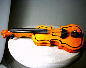 Vintage Violin PIN, Handmade Musical Stringed Instrument Brooch in Wood, 4 Strings,  Bow Me  a Tune, 1980s