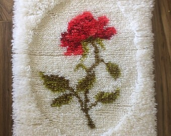 Red Rose Latch Hook Rug Wall Hanging