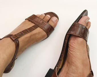 Vintage 1990s Made In Italy Brown Leather T Strap Sandals - 9N
