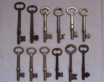 12 Vintage Skeleton Keys Metal