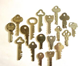 18 vintage keys Key collection Wholesale keys Lot of keys Odd keys Old keys Unusual keys Diy flat skeleton keys Real Authentic keys #3A