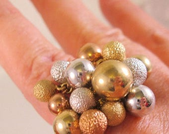 SHIPS 6/26 w/FREE Jewelry Vintage 1970's Modernist Tri Colored Beaded Ring Size 8 with original tag