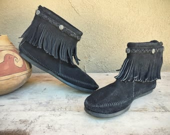 Vintage Minnetonka Women's Size 9 black suede hard-soled moccasin boot with fringe