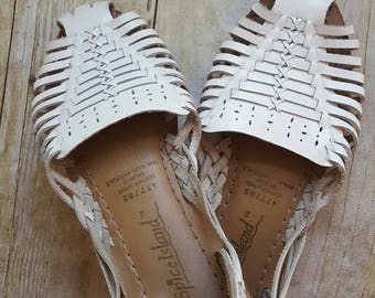 Vintage White Leather Sandals, 1980s Huaraches, Size 6W