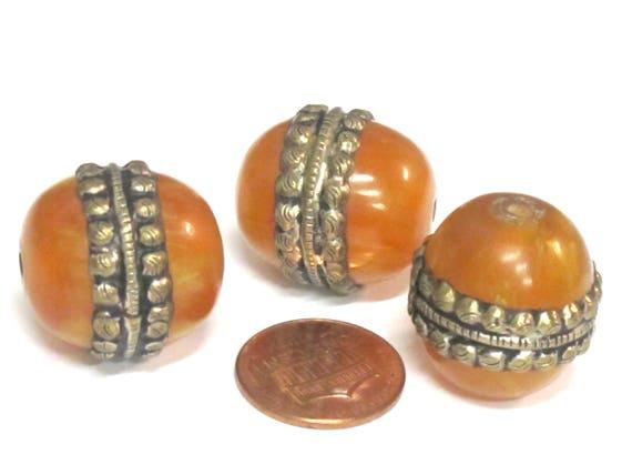 1 BEAD - Tibetan silver encased thick oval shape honey copal resin focal pendant bead  - BD638B