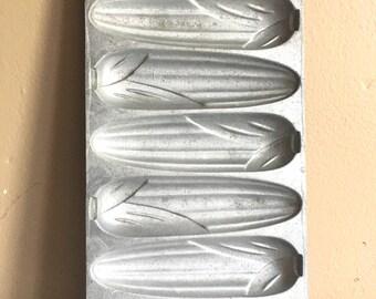 Old Cast Aluminum Corn Bread Pan