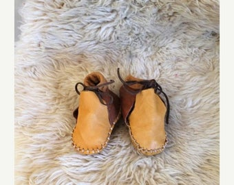 20% off SALE vintage baby moccasins - CARAMEL TOFFEE leather booties / infant sz 3.5-4