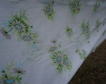 Springmaid vintage double/full flat sheet 81 x 104 white background with daisies in white gray green and blue with green and blue leaves