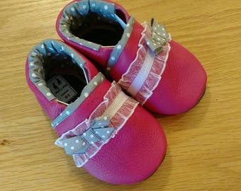 Pink baby girls shoes with gray polka dots and bows size 5/ 12-18 months baby girls moccasins