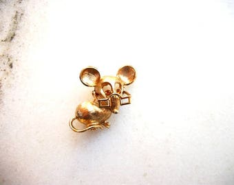 Vintage AVON Sweet Tiny Mouse Pin Brooch Wearing Movable Eyeglasses Square Framed Reading Glasses