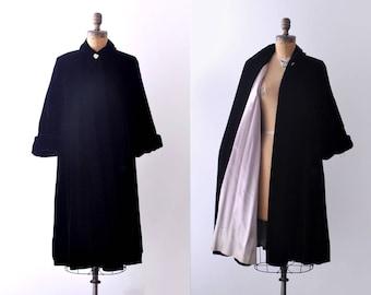 1940's black velvet coat. small. 40 swing coat. silk. M. evening.