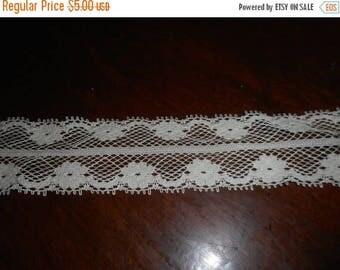 """Anemone. Vintage alabaster cream Floral Lace Fold-Over Trim. 1  1/2"""" wide.  10 yards floral pattern"""