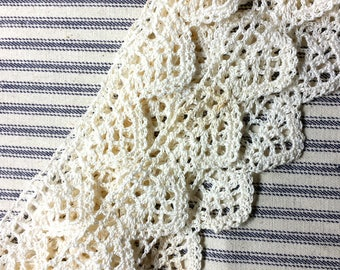 BY THE YARD Vintage Crochet Cotton Lace Scalloped Edge 1.25 inch wide Design, Lovely Antique Pillowcase Trim