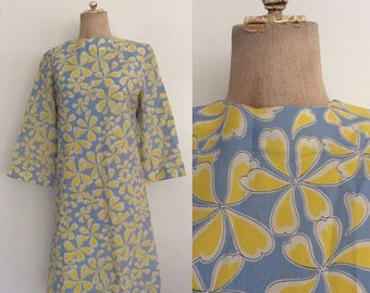 20% OFF 1970's Blue & Yellow Floral Print Shift Dress Size Medium Large by Maeberry Vintage