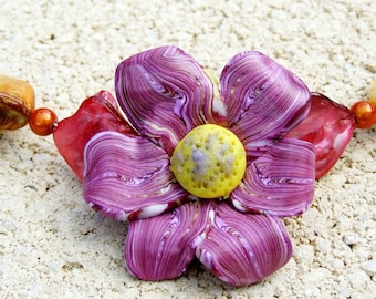 Flower neck, mother-of-pearl and polymer clay