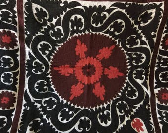 Vintage Uzbek Samarkand suzani. Wall hanging, table runner, bed cover suzani. SW056