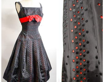 1950s Black & red embroidered taffeta full skirt evening dress / 50s bow pleated skirt party dress - petite XXS