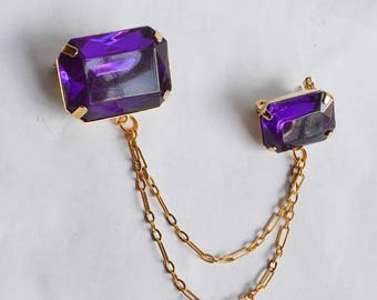 1980s Purple lucite gem goldtone chain double brooch / 70s 80s kitsch costume jewellery plastic cardigan clip pin