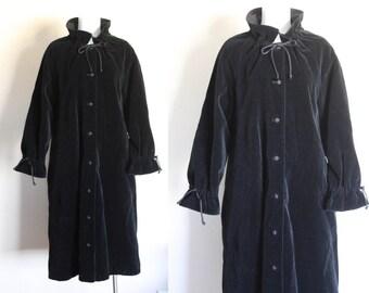 Vintage Black Velvet Coat / Black Velvet Coat / Size Medium Black Velvet Coat / Long Black Velvet Coat / Black Vintage Coat / Size M / L