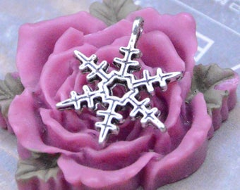 25 snowflake, Antique Silver snowflake pendant, snowflake Necklace drops, snowflake charms, Jewelry Supplies 18mm