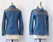 WALL FLOWER as is Vintage 70s Shirt 1970s Jet Set International Denim Jean Jacket Top w.Floral Embroidery Boho, Hippie, Western | Size Small