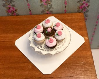 Miniature Cupcakes on Glass Tier - 1:12 scale